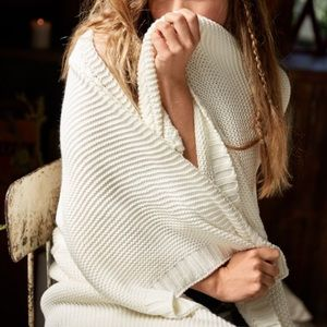 NWT! Aerie Cozy Cableknit Wrap Blanket